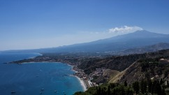 Le Volcan veille sur la mer